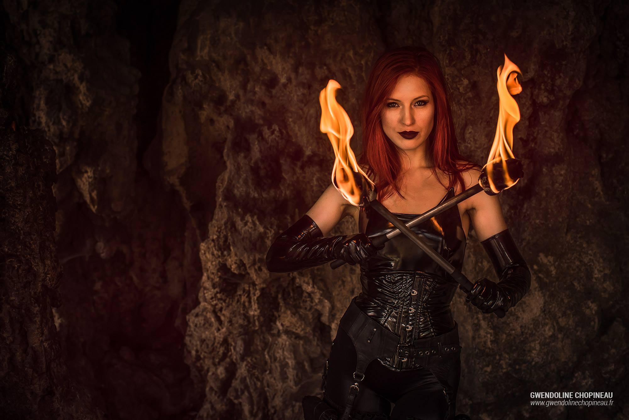 Portrait Ariel Firestone effets pyrotechniques