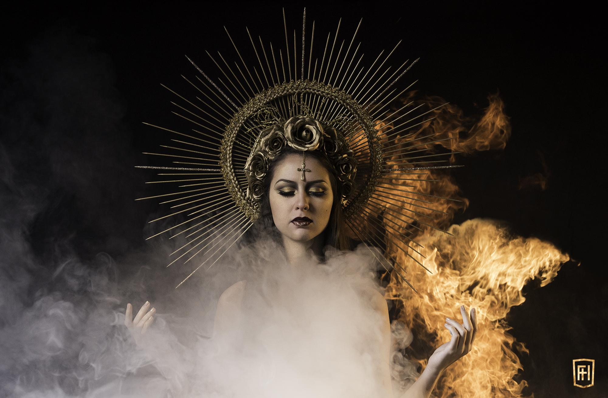 Evie Calypso effets pyrotechniques cracheur de feu