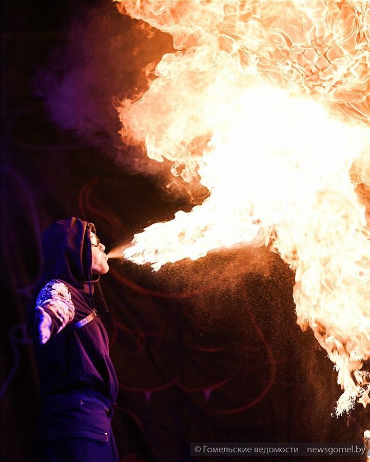 Dragon cracheur de feu Gomel Fire Fest Quarante Quatre